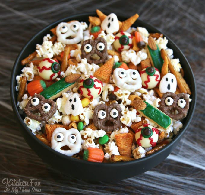 Halloween-Snack-Mix-Spooky-Fall-Treats-Kids-680x645.jpg